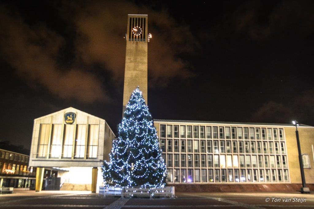 Plein 1945 weer voorzien van de Kerstboom