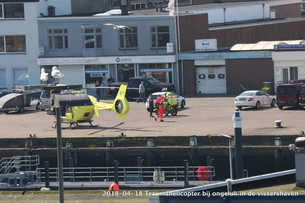 2017-04-18 Trauma helicopter in Vissershaven - 00001