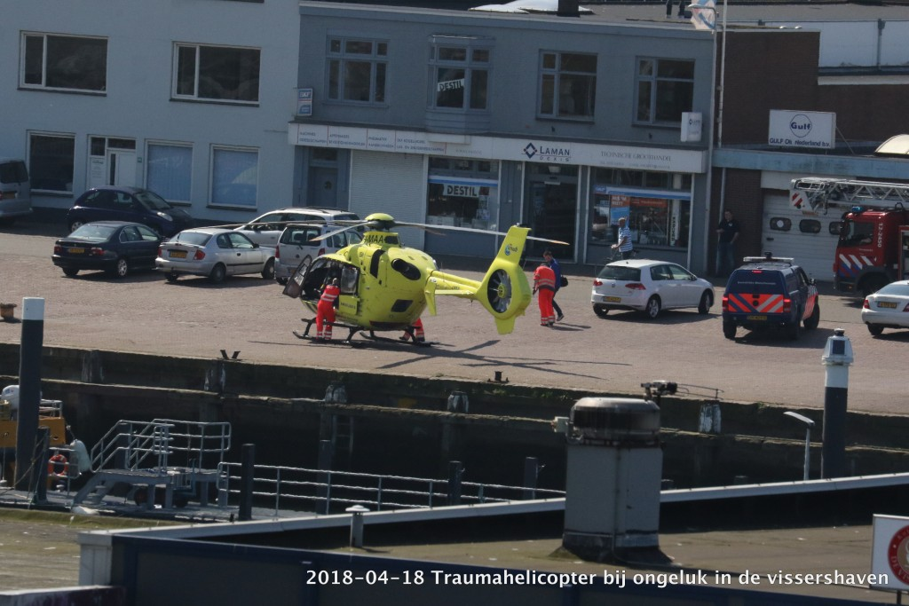 2017-04-18 Trauma helicopter in Vissershaven - 00003