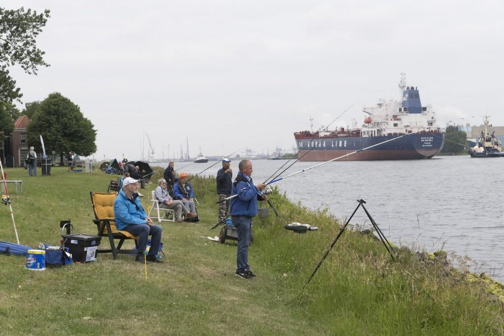Visdag voor minder validen aan het kanaal