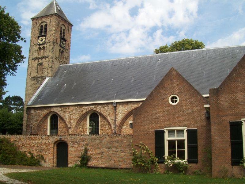 Engelmunduskerk Oud-Velsen kleurt oranje