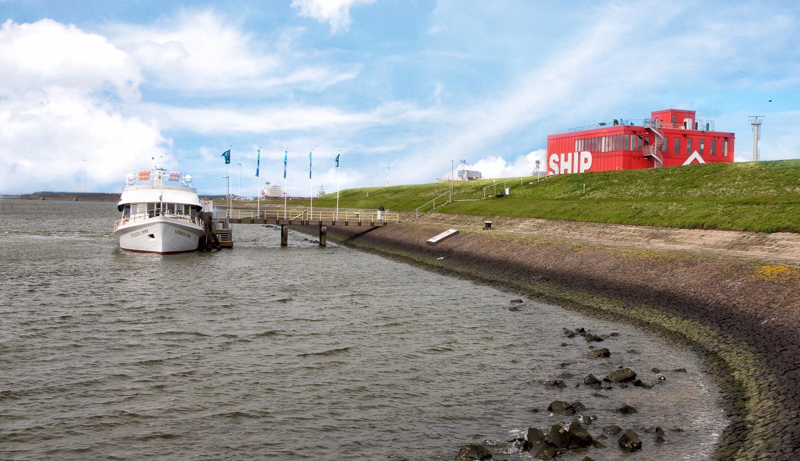 Rondvaartboot naar SHIP op sluizencomplex