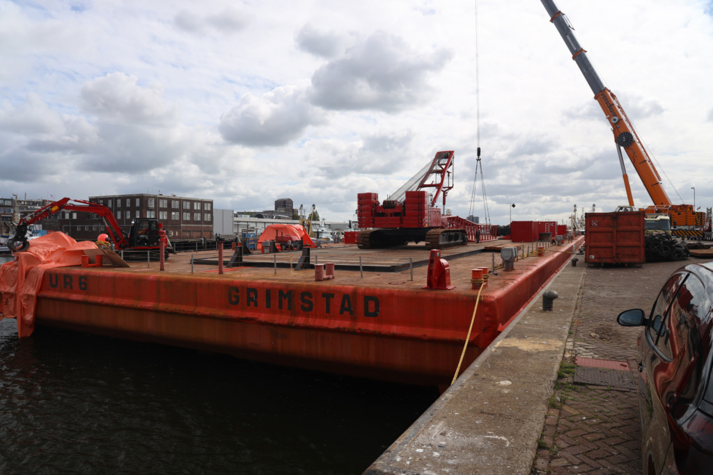 Video: ponton naar Libië voor sloopwerk