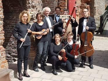 Velsense salonorkest Café Noir in Ruïne