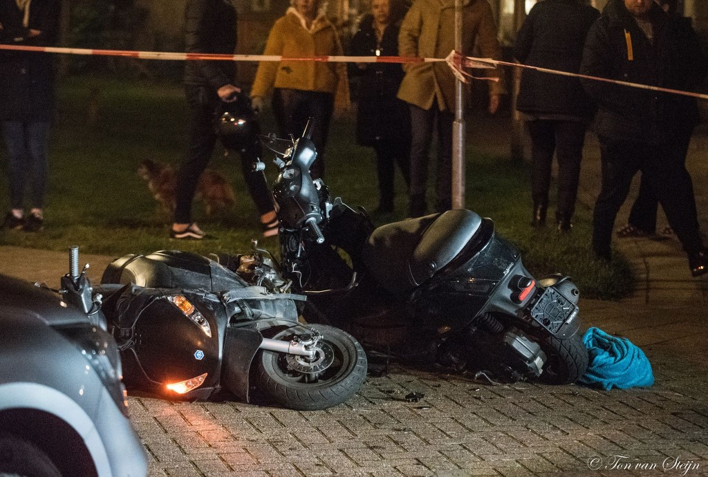 Botsing tussen snorscooters in Velserbroek