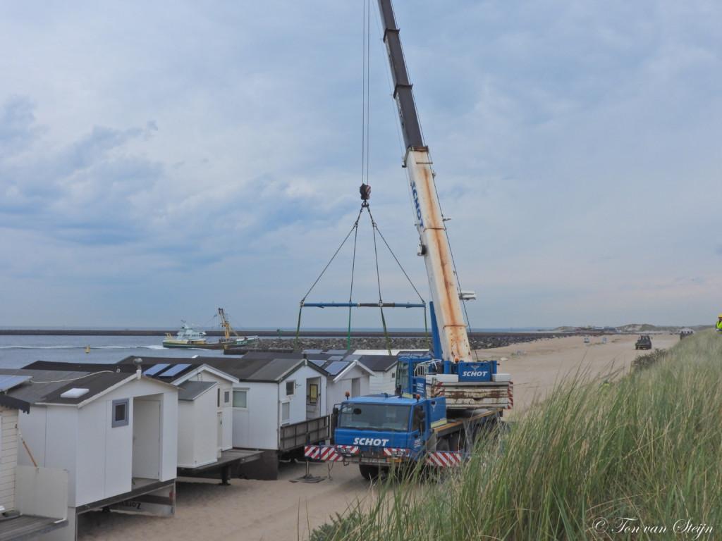 Strandhuisjes geplaatst op Kleine Strand IJmuiden