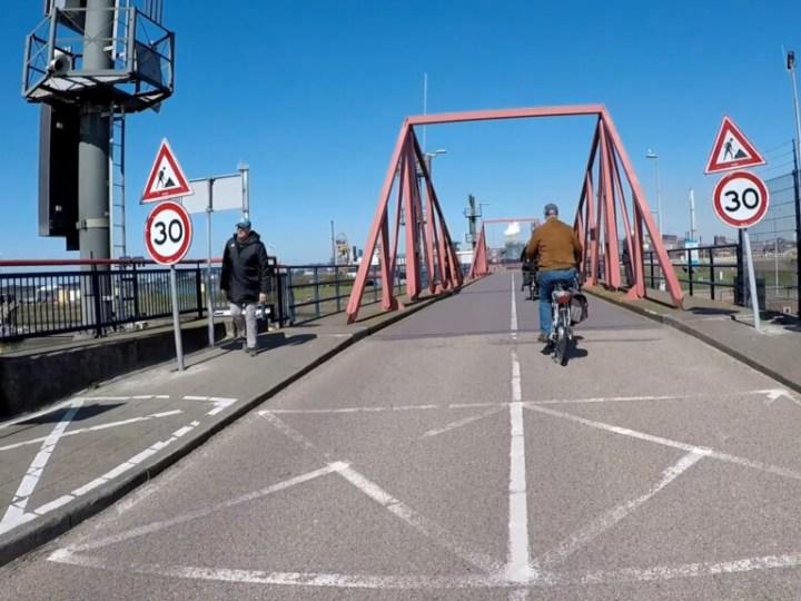VIDEO – Fiets mee over sluizencomplex van IJmuiden