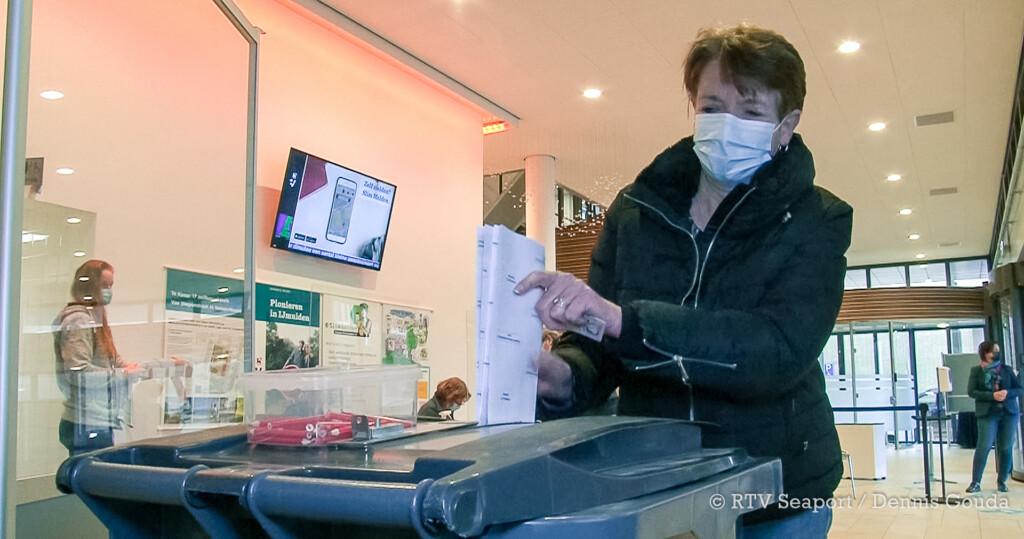 VIDEO – In het gemeentehuis Velsen kunnen dit jaar ook slechtzienden stemmen
