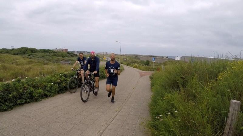Mannen joggen 1600km door Nederland en vragen aandacht voor depressie