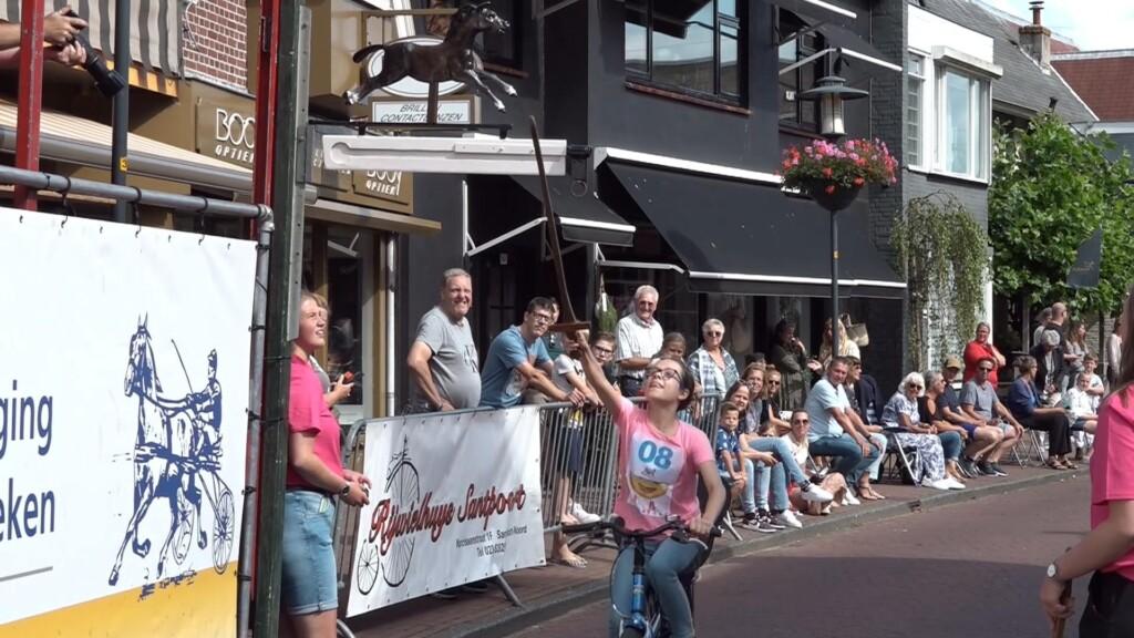 Dorpsfeest Santpoort: enkel ringsteken op de fiets voor kinderen