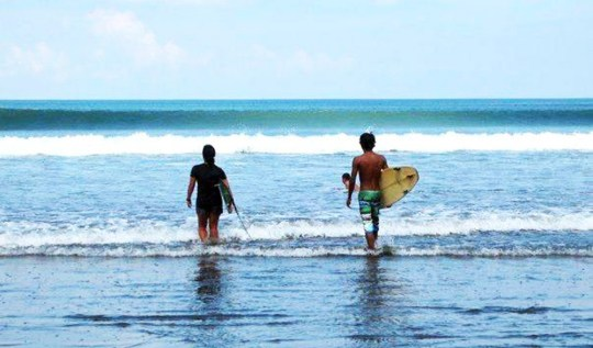 Hire Surf Guide In Bali | www.rtwgirl.com