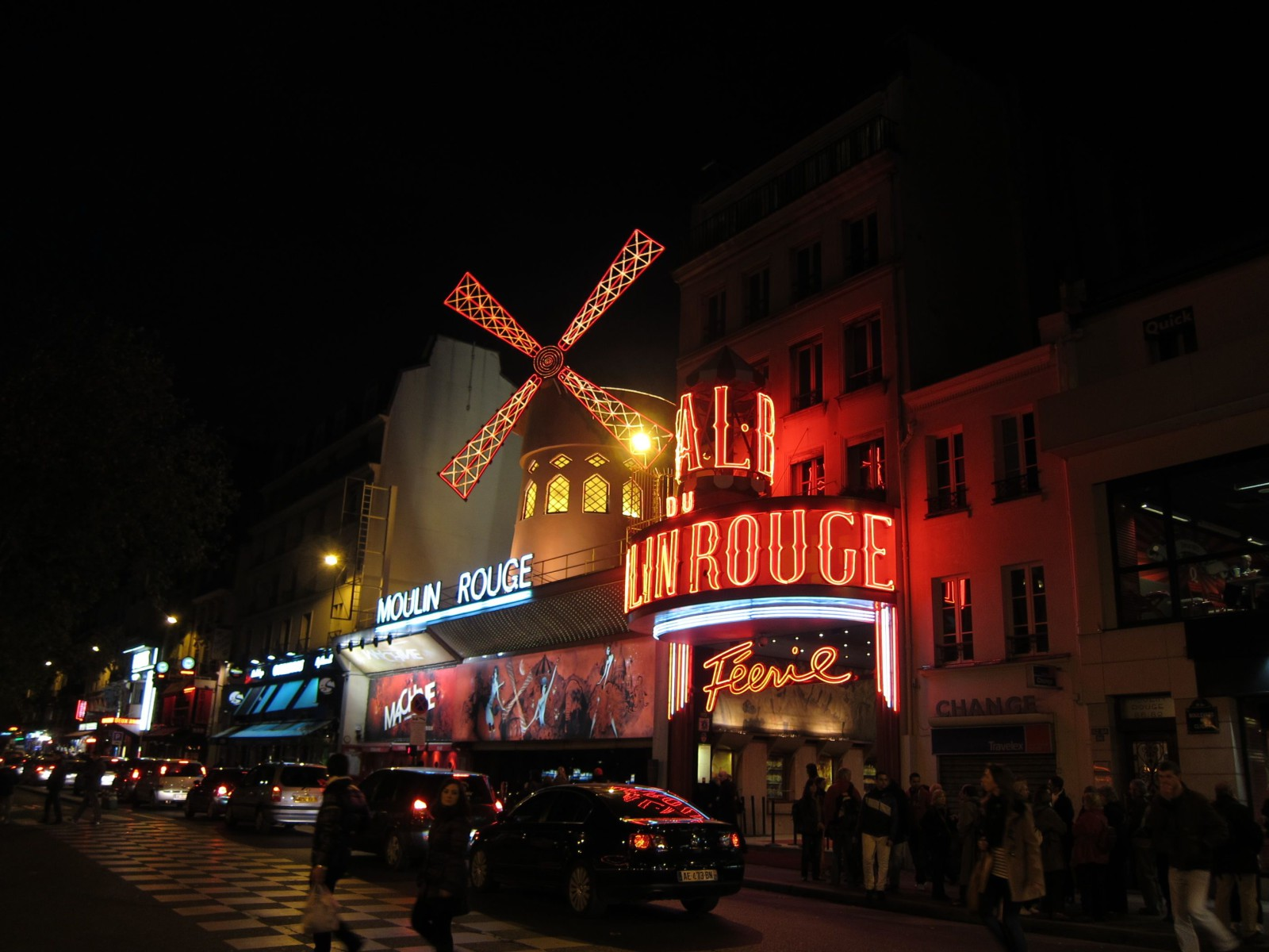 Moulin Rouge - Paris tips | www.rtwgirl.com