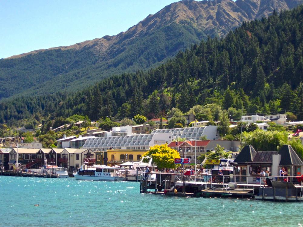 Lake Wakatipu in Queenstown | www.rtwgirl.com