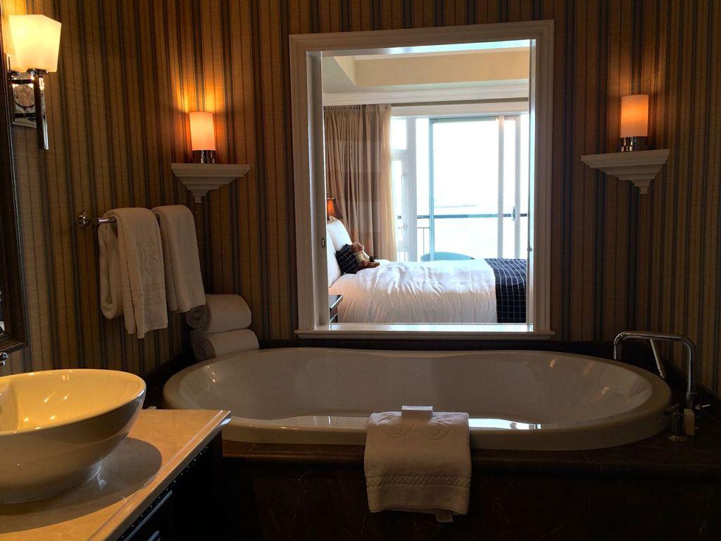 Hotel Tub
