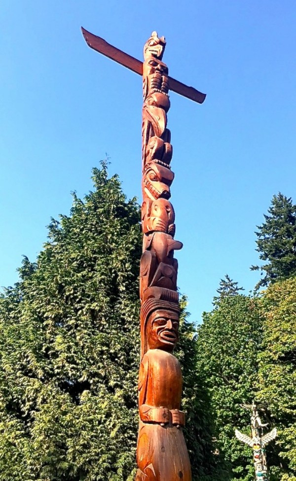 Totem Pole Stanley Park Vancouver | www.rtwgirl.com