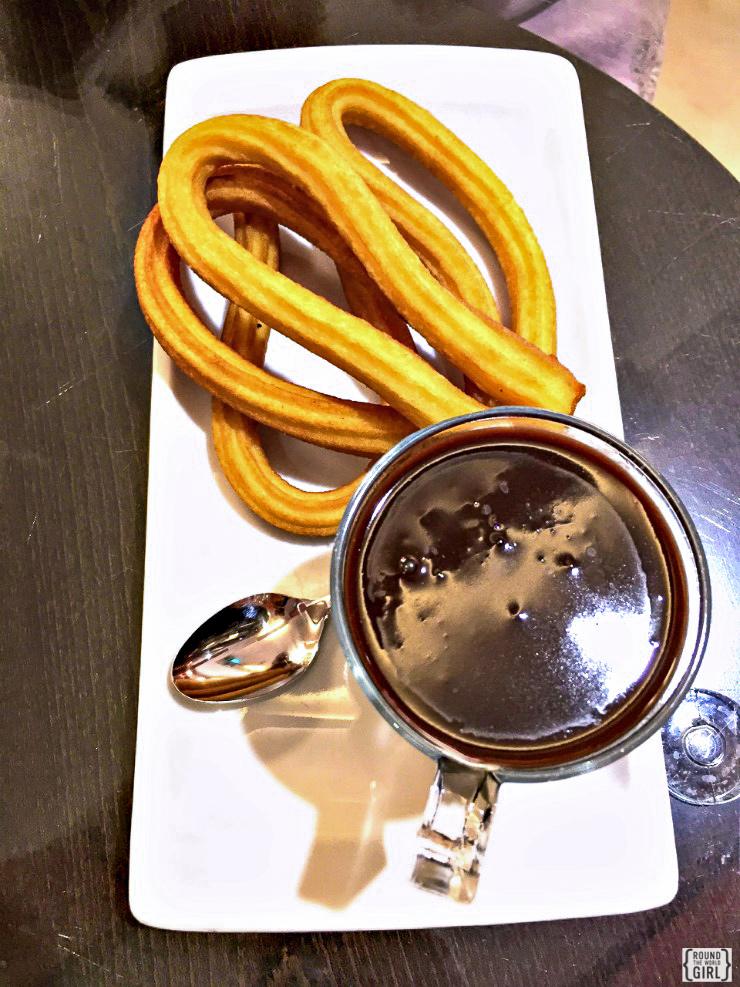 Churros y chocolate | www.rtwgirl.com