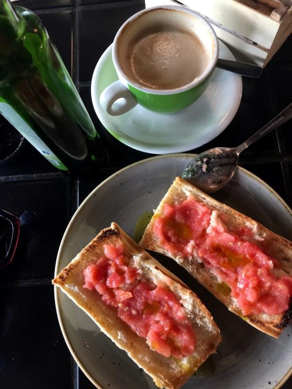 Pan con tomate - Spanish breakfast