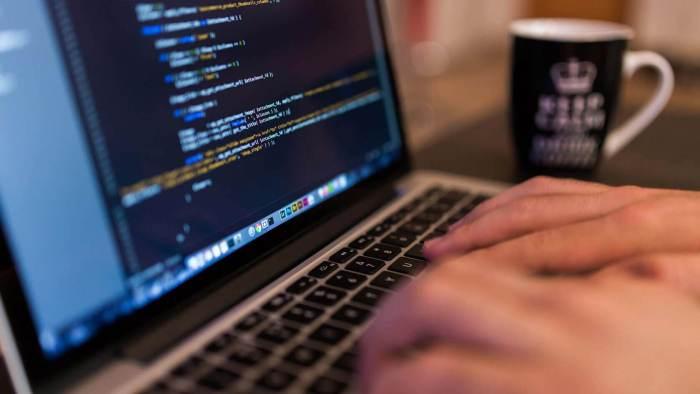 Anda harus membuat suatu aplikasi yang dapat dijadikan produk atau layanan anda sebagai wujud kemampuan anda - 12 Langkah Menjadi Web Developer - techspot.com