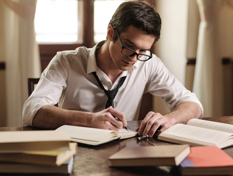 Pelajari Dunia Penulis Freelance dengan Baik