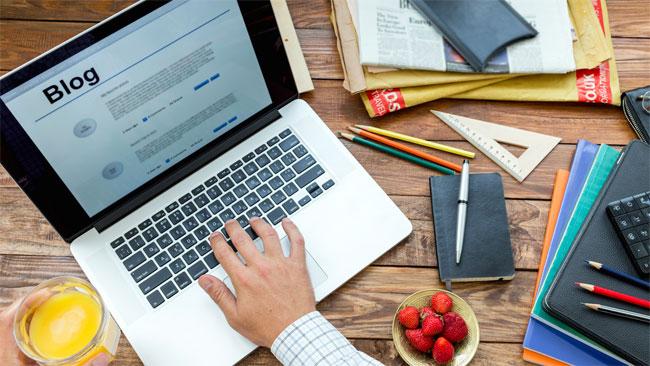 Menulis Artikel Di Blog - Apa Itu Penulis Freelance? Dan Apa Saja Jenisnya? - juragancipir.com
