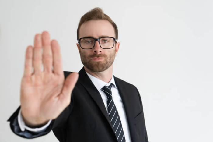 Hindari mengatakan 'tidak' - Kualitas Kerja Saja Tidak Cukup, Terapkan 7 Tips Ini dan Buat Klien Anda Terkesan - de.freepik.com
