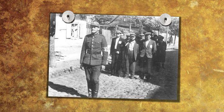 """""""Lietuviškosios savigynos"""" karys veda areštuotų žydų grupę. 1941 m. vasara."""