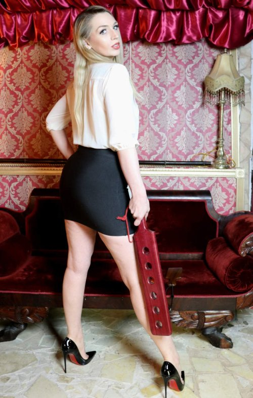 seattle disciplinarian and seattle spanking enthusiast ruby enraylls with a heavy paddle