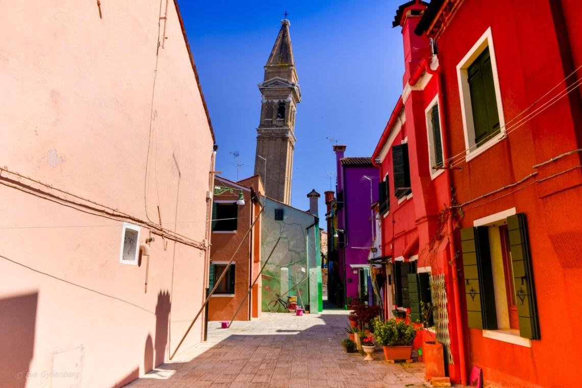 Lutande klocktornet på Burano - Venedig - Italien