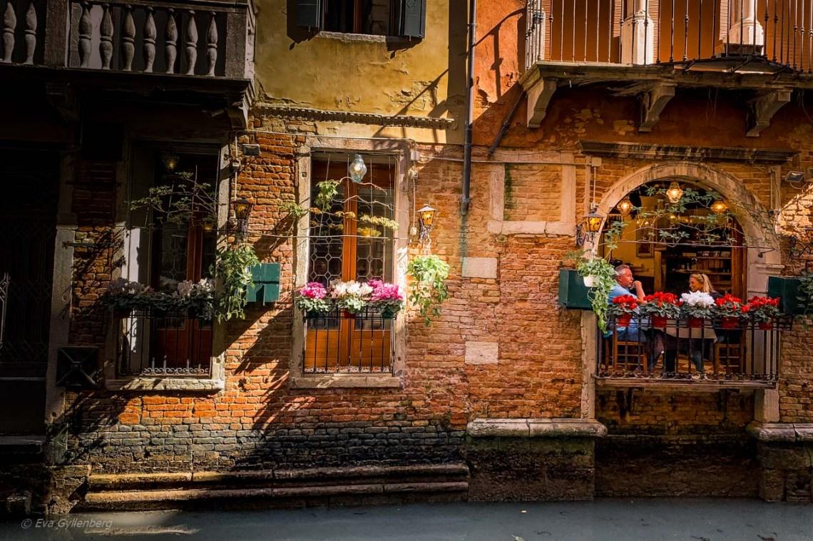 En balkong på en restaurang i Venedig