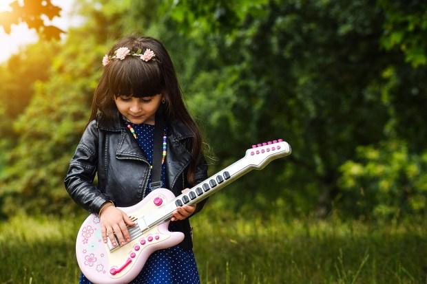 Rudy's Krabbels   happy guitar godess