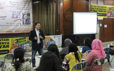 "Seminar ""STEP UP YOUR LIFE"" di STIE Indonesia"