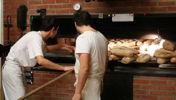 A Lyon, une boulangerie bio livre à vélo et carbure à l'autogestion