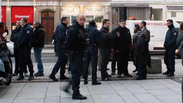 Agression d'un militant antifasciste: Gabriac et sa clique nationaliste en représentation