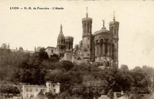 Carte postale ancienne de la basilique de Fourvière à Lyon. Sur cparama.com.