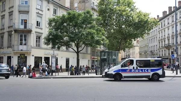 Suite à une interpellation à Lyon, quatre policiers de la BAC soupçonnés de faux