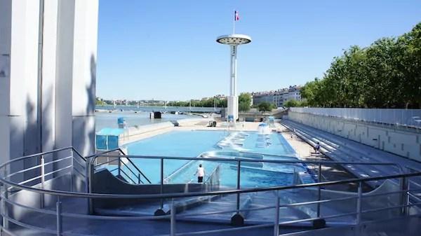 Rue89lyon piscine du rh ne for Piscine du rhone restaurant