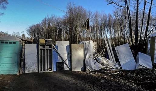 Les zadistes ont dressé une barricade autour de la zone. Trois postes vigies sont occupés en parmanence. Crédit : zadroybon.wordpress.com