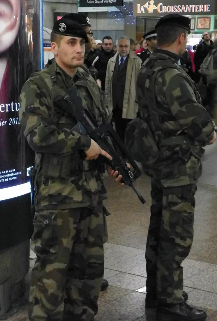 Patrouille de militaires à la gare Part-Dieu (Lyon), le 16 janvier 2015. © AP/Rue89Lyon.