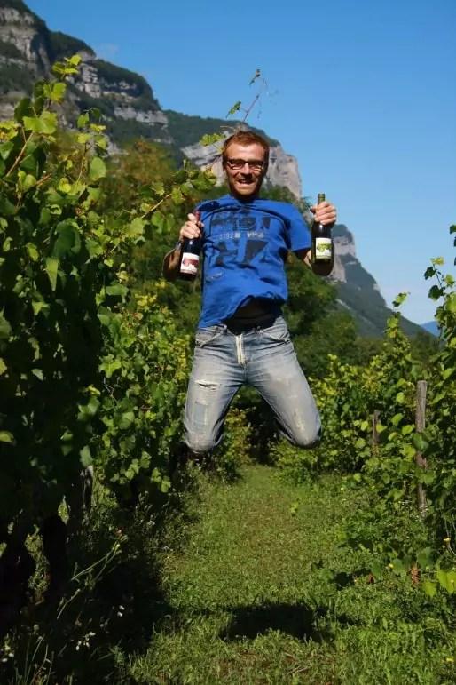 Thomas Finot dans ses vignes. Crédit BP/Confessions d'un naturiste.