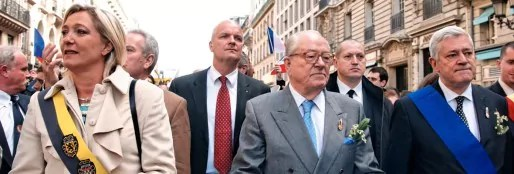 Marine-Le-Pen-Jean-Marie-Le-Pen-et-Bruno-Gollnish-a-la-Fete-de-Jeanne-dArc-le-1er-mai-