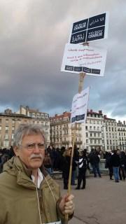 Robert, retraité de 63 ans, a marché à Lyon ce dimanche 11 janvier. LB/Rue89Lyon.