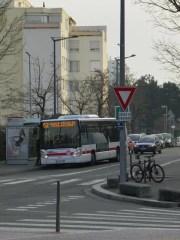 Arrêt de bus (n°52) Mas du Taureau Vaux-en-Velin. Crédits AxelPoulain/Rue89Lyon
