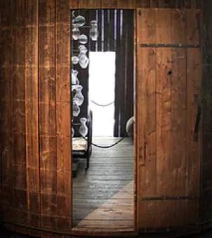 """Louise Bourgeois, """"Liquid Spirit"""", fioles composés de tous les fluides humains / Crédits Flickr Fred Kempf"""
