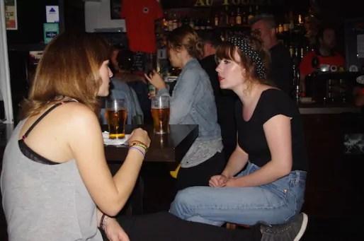 Alice, co-organisatrice des soirées roux (à gauche).