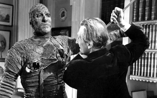 Christopher Lee fait la momie face à Peter Cushing en 1959.