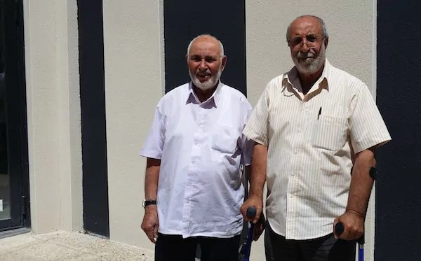 Salah Bayarassou (à droite) actuel président de l'association des musulmans de la Duchère avec Mohamed Belfar qui fut président dans les années 80. ©LB/Rue89Lyon