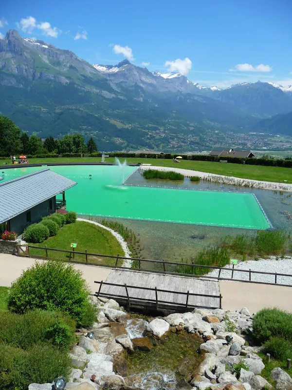 Piscine fini le chlore place aux baignades biologiques for Combloux piscine