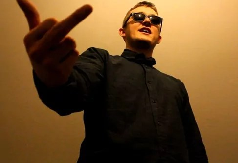 Vald injecte une dose d'absurdité dans le rap game