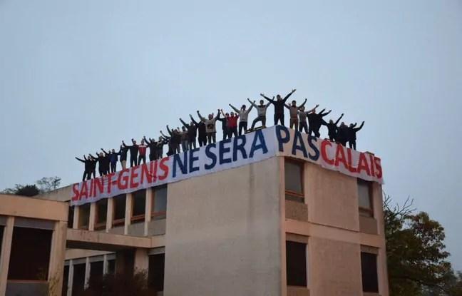 Les militants identitaires sur le toit d'un bâtiment de l'Etat à Saint-Genis-les-Ollières. Capture d'écran Twitter