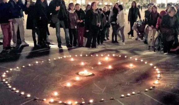 Après les attentats à Paris, des centaines de personnes montrent leur solidarité à Lyon